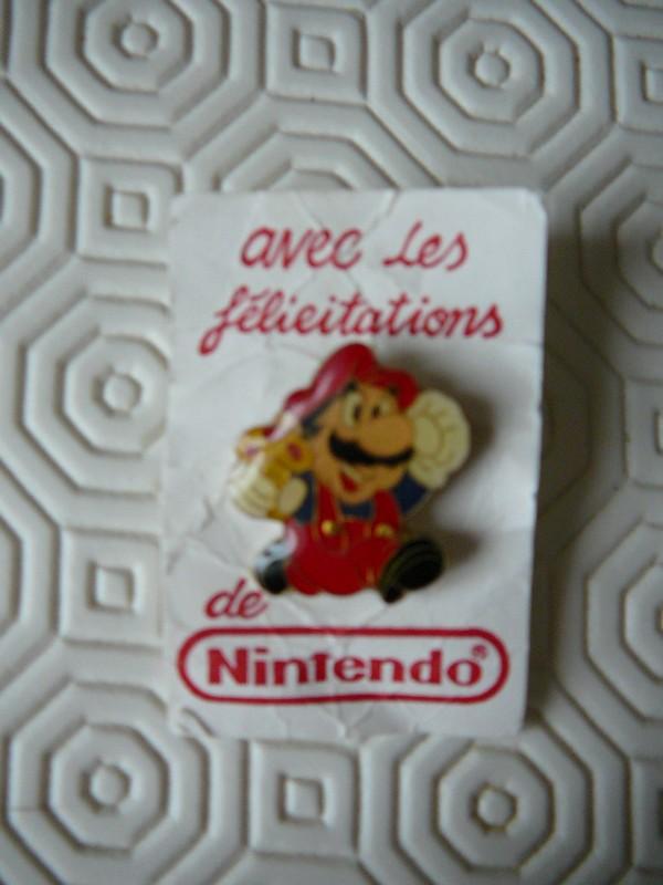 """Pin's Mario """"avec les félicitations de Nintendo"""""""