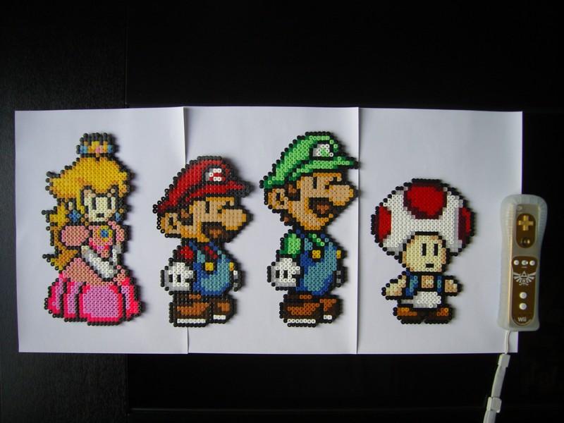 Personnages Paper Mario : Peach, Mario, Luigi et Toad en perles HAMA