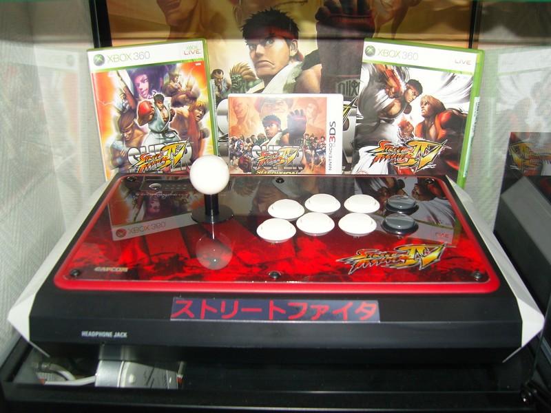 (Ancienne) Étagère Street Fighter avec stick arcade