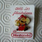 Pin's Mario «avec les félicitations de Nintendo»